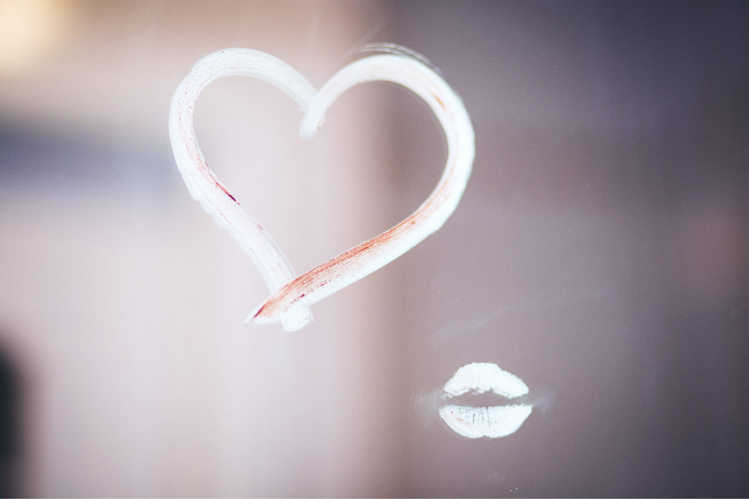 heart drawn with lipstick and kiss